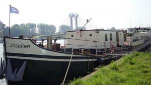 Schip Josefien fiets vaarvakanties en slaapschip Noord-Nederland Wadden